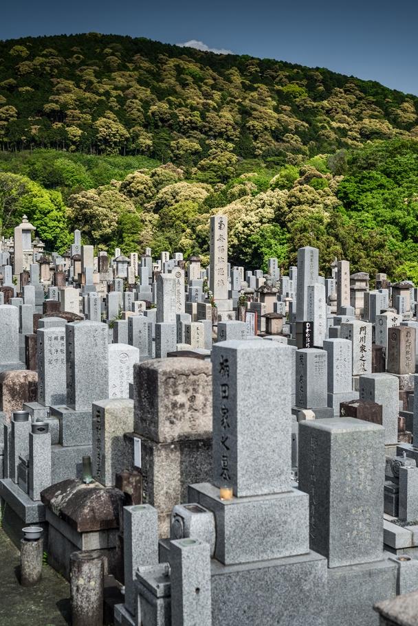 The graveyards of Toribeyamataishakutenotsumyo, Kyoto