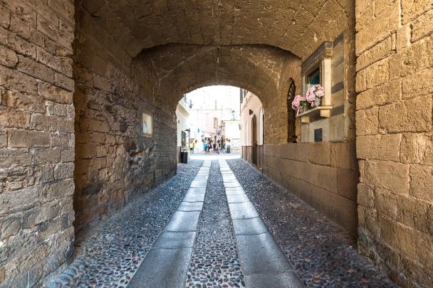 Town gate through the thick, Medieval Spanish walls, Alghero