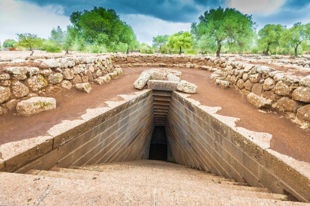 Sacred water well, Santa Cristina