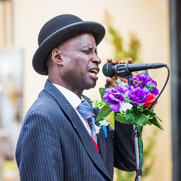 Singer, Calais